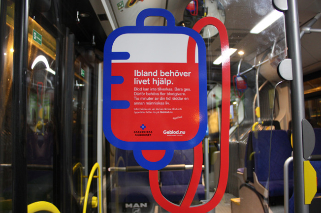 Akademiska sjukhuset i Uppsala söker blodgivare på stadsbussarna. Foto: Akademiska sjukhuset.