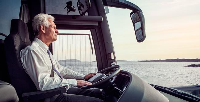 Kommunal och Sveriges Bussföretag skriver gemensamt till Transportstyrelsen om myndighetens hårda tillämpning av kör- och vilotidsreglerna. Foto: Volvo.
