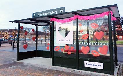 Pussvänlig busshållplats i Skaraborg. Foto: Nobina.