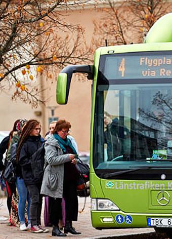 En bussförare som kör stadsbuss i Växjö har polisanmälts, misstänkt för att gång på gång ha saboterat kortläsare i bussarna. Arkivbild: Länstrafiken Kronoberg.