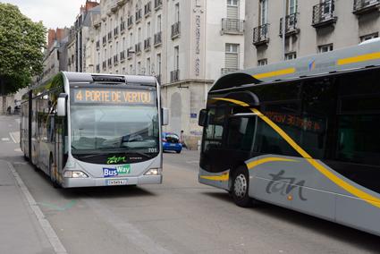 BusWay i Nantes startades ursprungligen därför att staden inte hade råd att bygga ut spårvägen. Satsningen har blivit en succé. Foto: Ulo Maasing.