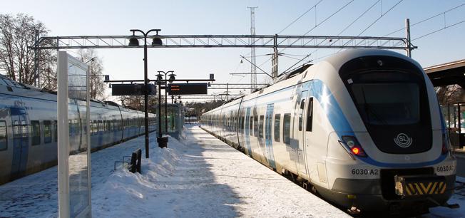 Om resenärerna på pendeltågen till Nynäshamn är alltför missnöjda kan Nobina sippa vite, även om bussresenärerna är missnöjda. Foto: Wikimedia Commons/Zaxo.
