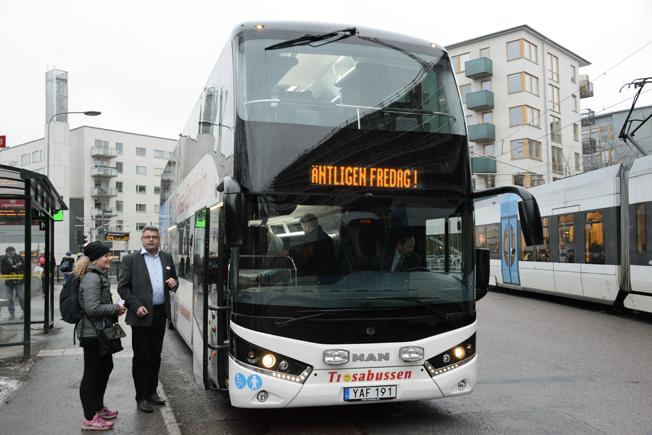 Unik buss på unik linje. När Trosabussen fick sin första dubbeldäckare för trafiken mellan Stockholm/Liljeholmen och Trosa fick man också en helt buss som man tagit fram i samarbete med Svenska Neoplan. Foto: Ulo Maasing.