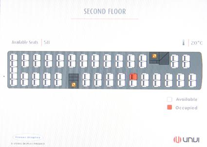 I båda trapporna finns displayer som i rött visar vilka platser på övervåningen som är upptagna. Foto: Ulo Maasing.