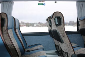 Sidofönstren går tio centimeter lägre än på OmniExpress. Foto: Scania.