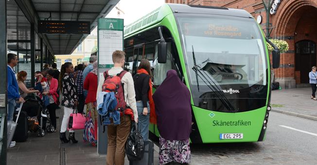 Det räcker inte att förbättra kollektivtrafike. Åtgärder måste vidtas mot bilismen, hävdar forskare vid Nationellt kunskapscentrum för kollektivtrafik. Foto: Ulo Maasing.