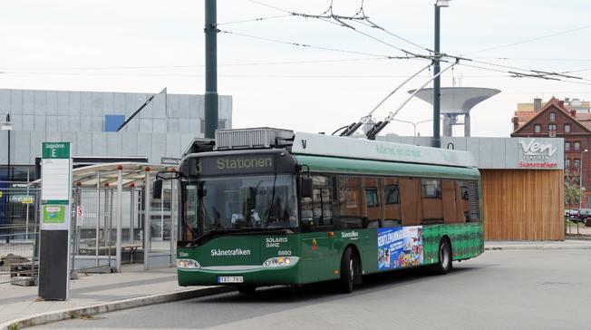 En av Landskronas trådbussar vid stationen i Landskrona där servicevärdarna arbetar. Foto: Ulo Maasing.