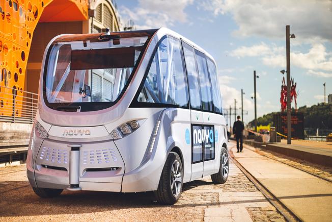 Keolis har ingått partnerskap med Navbya som tillverkar elektriska, förarlösa små bussar. Bild Navya.
