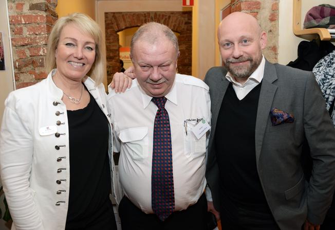 Göran Thorsson, Lilla Edets Buss tillsammans med Rese-Konsulternas Annika Schreiter och Anders Nord.