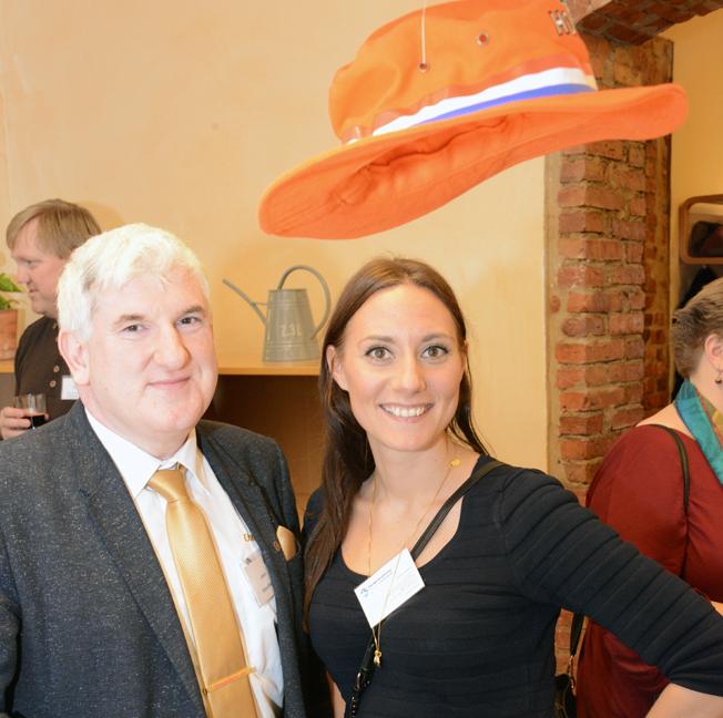 Glada under hatten: Ekmanresors Johan Ekman samt Charlotte Erlandsson, Sveriges Bussföretag.