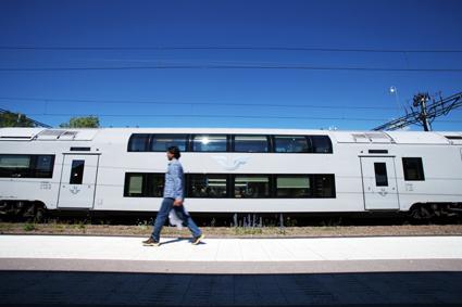Ett av SJ:s regionaltåg i Mälardalen. SJ fortsätter den för kollektivtrafikbranschen viktiga principiella rättsliga tvisten som gäller om landstingen med