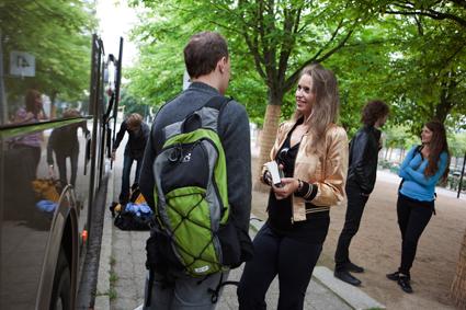 Reglerna för studentrabatter i svensk kollektivtrafik är en djungel. Nu ska städning ske. Foto: Volvo Bussar.