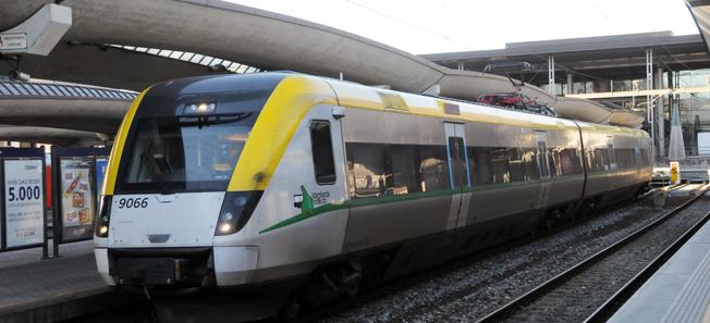 Ett av Värmlandstrafiks tåg på centralstationen i Oslo. De närmaste åren blir det stopp för utbyggnaden av busstrafik men en satsning på tåg Oslo – Karlstad – Örebro för Värmlandstrafik som plågas av skenande kostnader. Foto: Ulo Maasing.