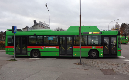 Billigare månadskort men dyrare att ta stadsbuss på enkelbiljett. Sörmland ändrar sina biljettpriser i höst. Foto: Hangsna/Wikimedia Commons.