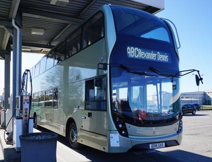 Scania/ADL har utvecklat vad man hävdar är världens första dubbeldäckade gasbuss med Euro 6-motor. Foto: Scania.