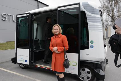 Sveriges Bussföretags branschchef Anna Grönlund provåkte självkörande buss. Foto: Ulo Maasing.