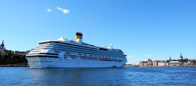 Varje sommar sätter kryssningsresenärerna sprätt på en halv miljard under sitt besök i Stockholm. Foto: Ulo Maasing.