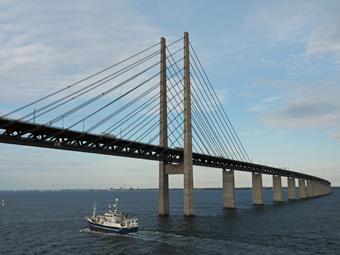 Öresundsbron har haft en stark ökning av busstrafiken i år. Foto: Hajotthu/Wikimedia Commons.
