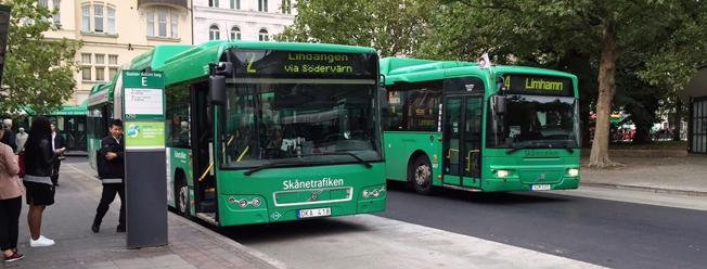 Nu inför Skånetrafiken kortbetalning ombord på stadsbussarna – mot en straffavgift. Foto: Skånetrafiken.