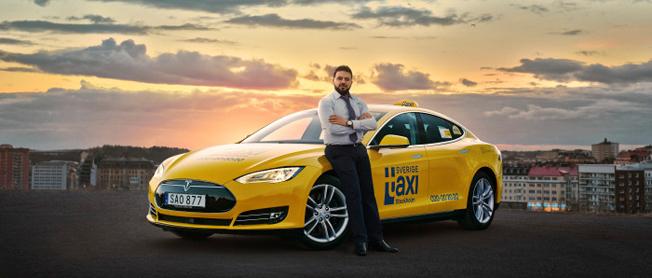 Sverigetaxi och Taxi 020 går samman och bildar Sveriges största taxiföretag.