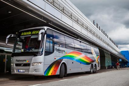 Flygbussarnas konkurrenssituation förstärks när SL hjöjer priset för pendeltågsresor till och från Arlanda kraftigt. Foto: Flygbussarna.