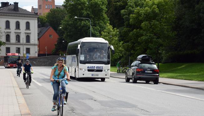 Katarinavägen i Stockholm trafikeras sommartid av hundratals turist- och sightseeingbussar varje dag. I juli stängs gatan av för fler år framåt. Foto: Ulo Maasing.