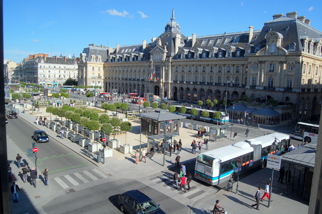 Place de la République och handelspalatset i Rennes. Foto: Pline/Wikimedia Commons.