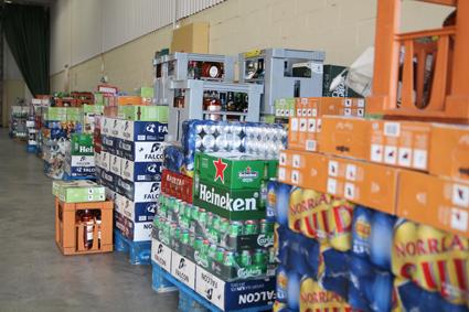 Nästan 44 000 liter alkohol beslagtogs vid razziorna mot smuggelbussar. Foto: Tullverket.