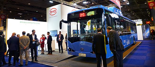 Kinesiska BYD har gjort en rejäl inbrytning i Frankrike. Vid transportmässan i Paris förra veckan kunde man presentera order på tretton batteridrivna turistbussar och tre stadsbussar. Foto: BYD.
