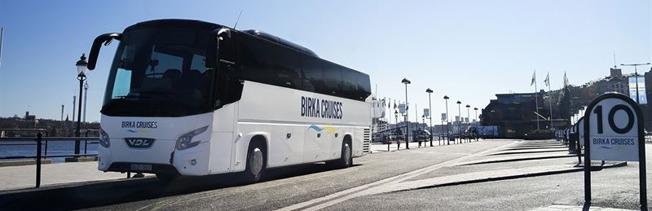Birka Cruises dubblerar och snabbar upp anslutningsbussarna. Foto: Birka Cruises.