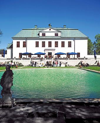 Häringe slott, där förra årets Busstorget ägde rum, är ett av resmålen på Nobinas bussluffkarta.