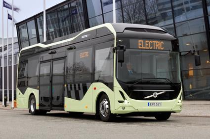 Regeringen beslutade på torsdagen att införa den väntade elbusspremien. Man har dock struntat i branschens kritik mot utformningen.