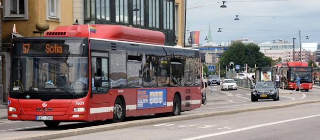 För ett år sedan, på midsommarafton 2015, gjordes den största omläggningen på 30 år av busslinjerna i Stockholms innerstad och på Lidingö. Foto: Ulo Maasing.