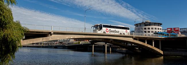 FResenäörerna strömmar till expressbussarna när tåget står. Foto: Swebus.