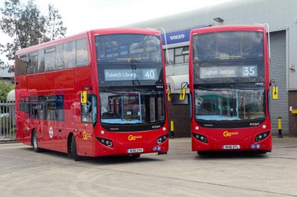 Volvo har nu sålt tusen hybridbussar i Storbritannien, fleratalet av dem på dubbeldäckarchassiet BFLH. Hä är två bussar till Go-Ahead i London med karosser från egyptiska MCV. Foto: Volvo.