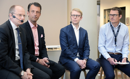 Summerade erfarenheter från projektet med elhybridbussar i Stockholm gjorde från vänster Håkan Agnevall, Volvo Bussar; Andreas Regnell, Vattenfall; trafiklandstingsrådet Kristoffer Tamsons(M) och Magnus Åkerhielm, Keolis.