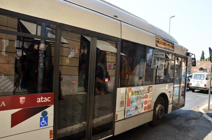 En av ATACs bussar i Rom som verkligen finns. Foto: Steven Lek/Wikimedia Commons.