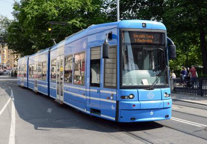 Spårväg City i Stockholm har inte lockat fler resenärer än när trafiken kördes med buss. Den så kallade spårfaktorn finns inte, hävdade transportforskaren Maria Börjesson. Foto: Ulo Maasing.