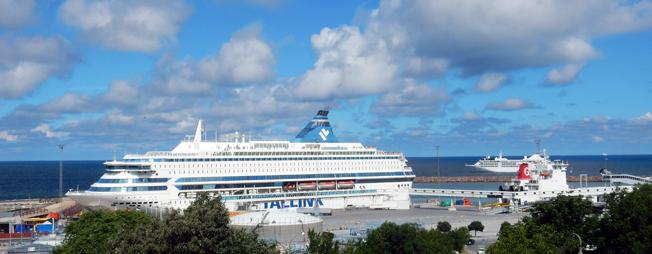 Tallinks Silja Europa vid kaj i Visby med kryssningspassagerare från Estland. Foto: Ulo Maasing.