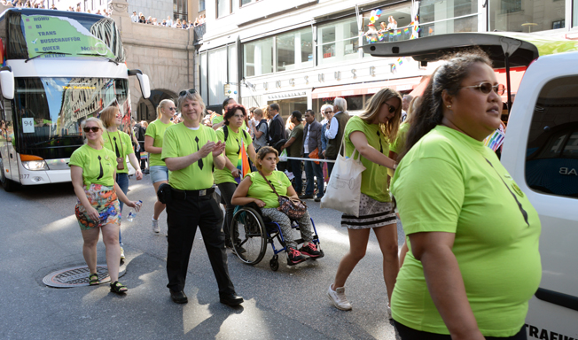 Nobinamedarbetare i fjolårets Prideparad i Stockholm. Foto: Ulo Maasing.