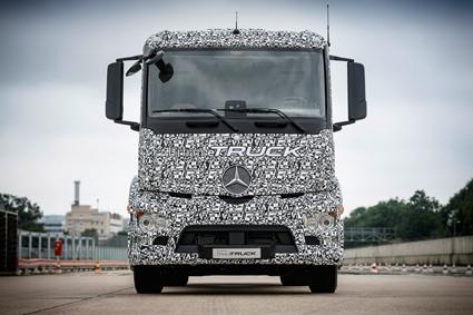 För några veckor sedan presenterade Mercedes-Benz en eldriven lastbil, tänkt för distributionstrafik i och omkring städer. Foto: Daimler.