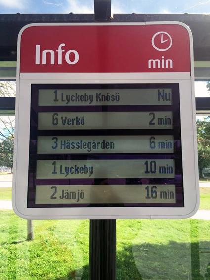 Blekingetrafiken installerar nu nya realtidsskyltar på busshållplatserna. Foto: Blekingetrafiken.