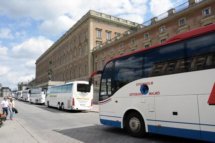 Från den 1 september blir det svårare och dyrare att parkera bussen i Stockholm. Foto: Ulo Maasing.