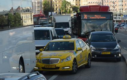 Trängseln i Stockholmstrafiken bidrar till att pendlingstiderna på 20 år har ökat med 18 minuter. Foto: Ulo Maasing.