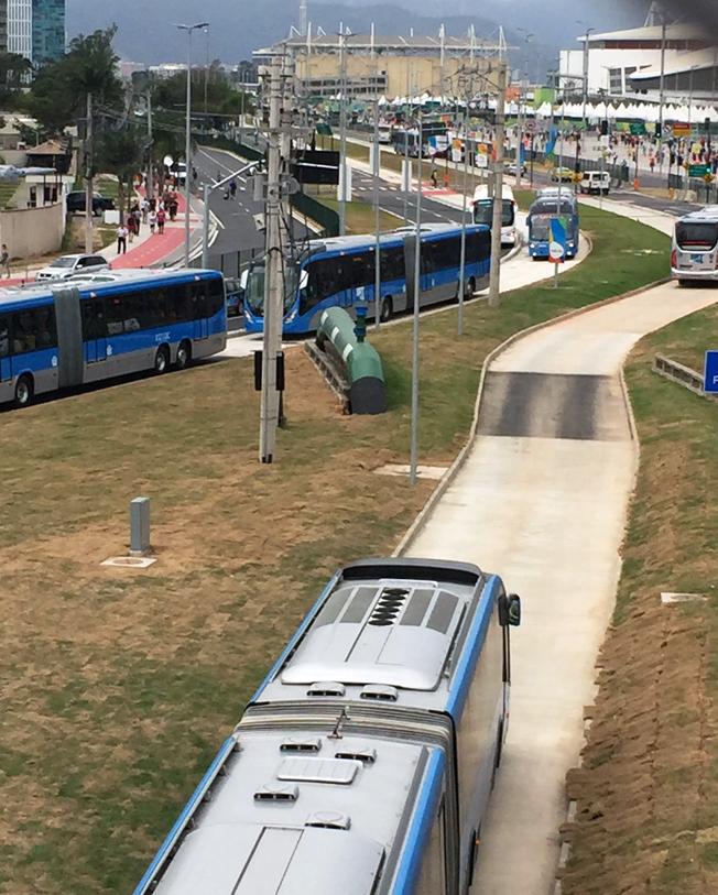 BRT-systemet i Rio de Janeiro är het separerad från övrig trafik.