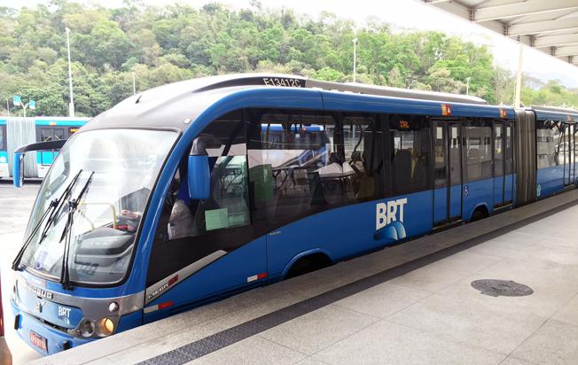 En av BRT Rios Volvo/Neobus ledbussar för BRT-trafik.
