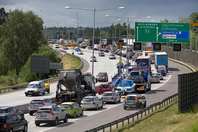 Södertäljebron på fredagen. Nästa vecka ökar trafiken avsevärt –men gratisbussar finns som alternativ. Foto: Trafikverket.