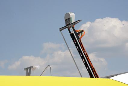 Testbussen har en pantograf, strömavtagare, på taket för snabbladdning. Foto: Ulo Maasing.