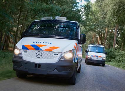VDL konverterar 269 Mercedes-Benz Sprinter för den holländska polisen. Bussarna är tänkta att kunna användas vid stora demonstrationer, upplopp och liknande. Foto: VDL.