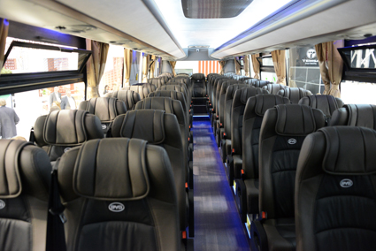 Interiören i BYD:s sightseeingbuss. Foto: Ulo Maasing.